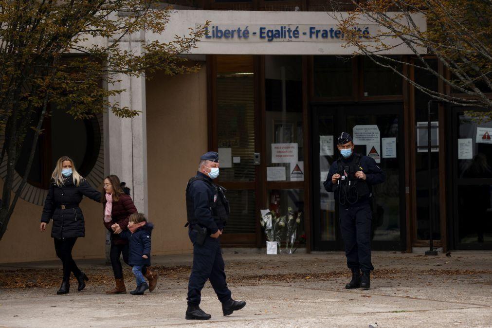Polícia detém mais cinco pessoas relacionadas com decapitação de professor