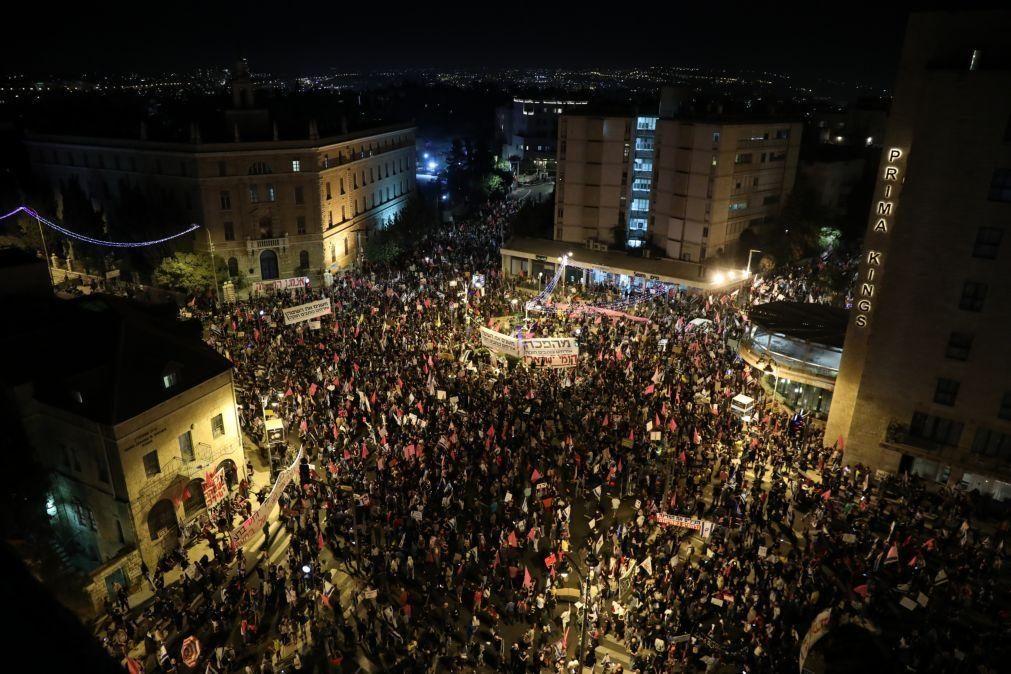 Milhares voltam a manifestar-se contra primeiro-ministro de Israel