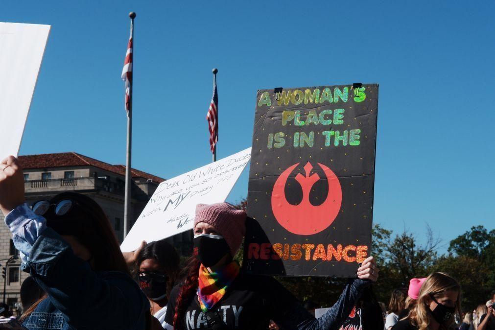 Milhares de mulheres nas ruas nos EUA contra nomeação de juíza ultraconservadora