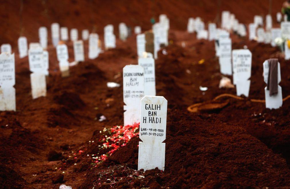 Covid-19: Mais de 1,1 milhões de mortos e 40 milhões de infetados