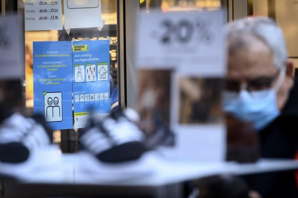 Covid-19: Suíça declara obrigatório uso de máscara em locais públicos fechados