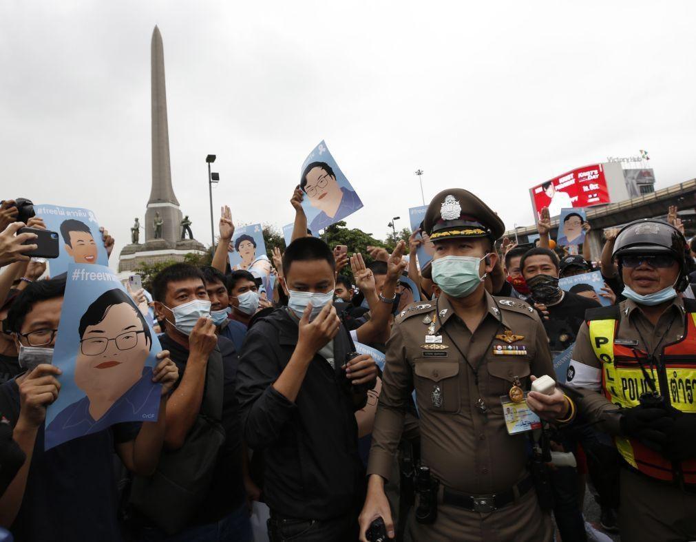 Tailândia censura cobertura de manifestações antigovernamentais em quatro órgãos de comunicação social