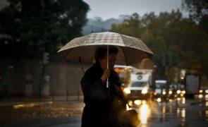 Treze distritos do continente vão estar sob aviso laranja devido à chuva forte