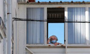 Número de mortes em lares devido à covid-19 baixou 98% no último mês
