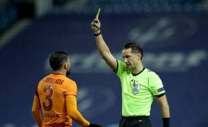 LC: Árbitro letão Andris Treimanis no Manchester City-FC Porto