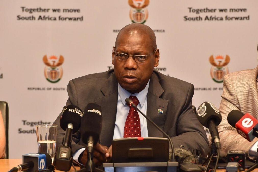 Covid-19: Ministro da Saúde da África do Sul testou positivo