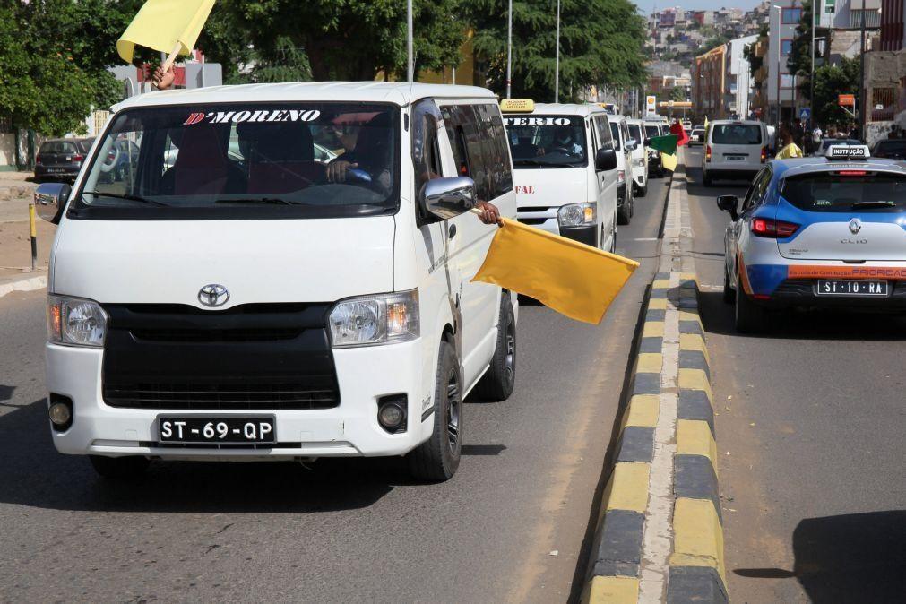 Covid-19: Centenas de motoristas de 'hiaces' na Praia para exigir regresso à lotação máxima
