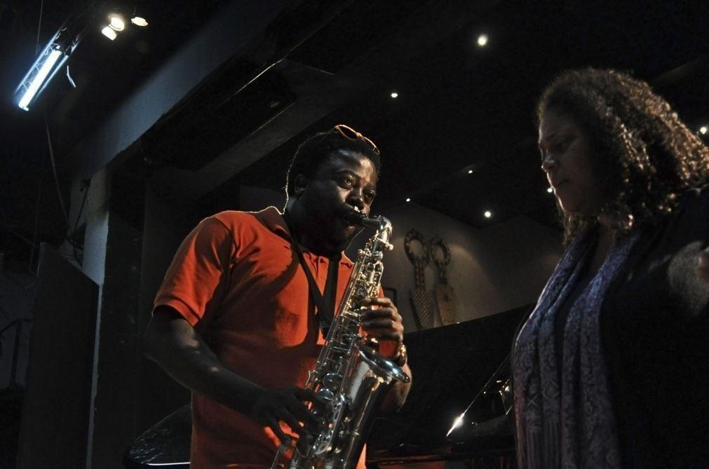 Saxofonista moçambicano Moreira Chonguiça apresenta marca própria de saxofones