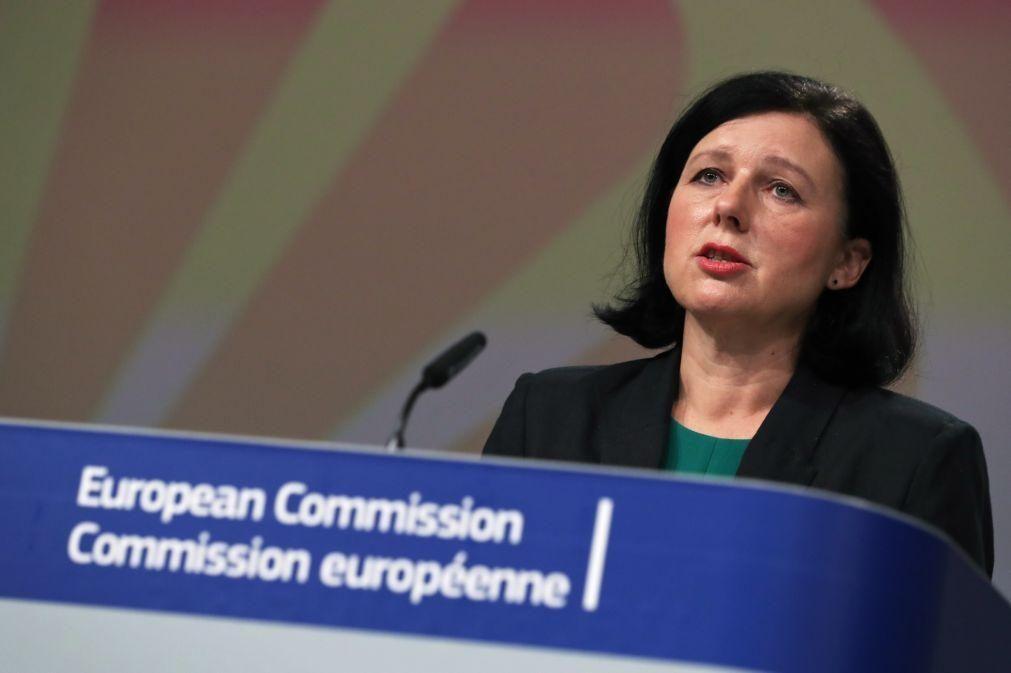 Fake News: Luta contra o discurso do ódio 'online implica salvaguardas - UE