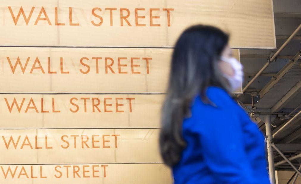 Wall Street fecha em baixa com pessimismo sobre acordo para relançar a economia