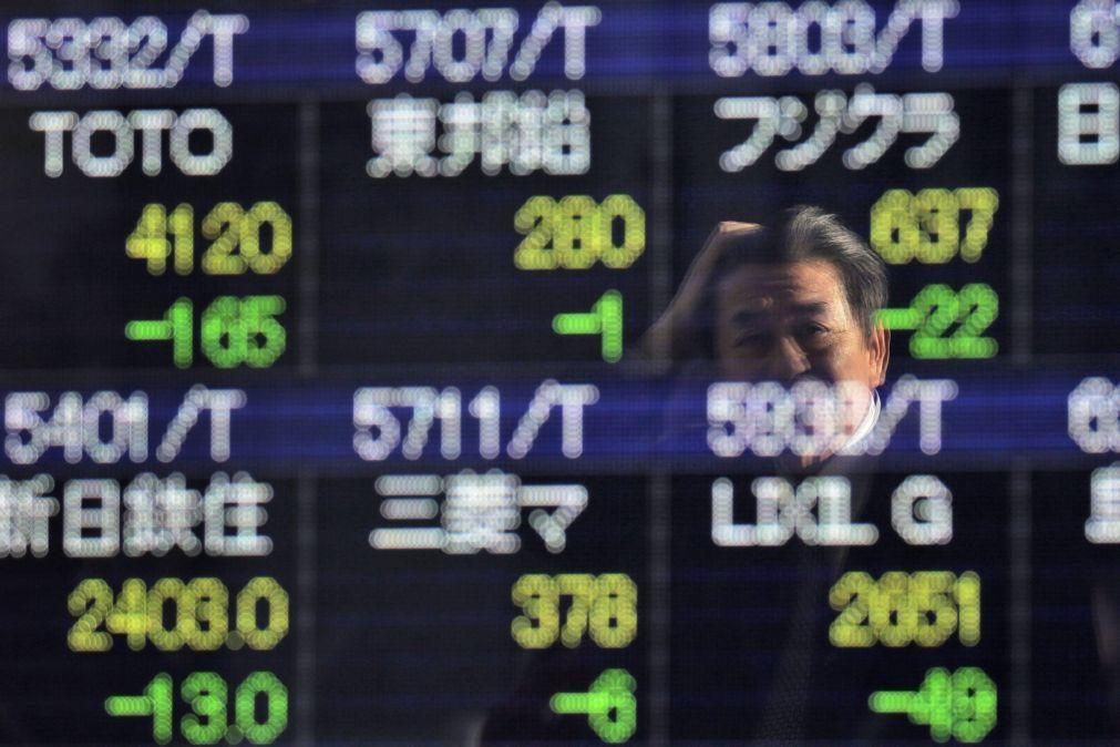 Bolsa de Tóquio fecha a descer 0,44%