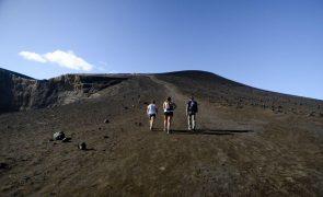 Vulcão dos Capelinhos tem potencial para ser laboratório de exploração de Marte - James Garvin