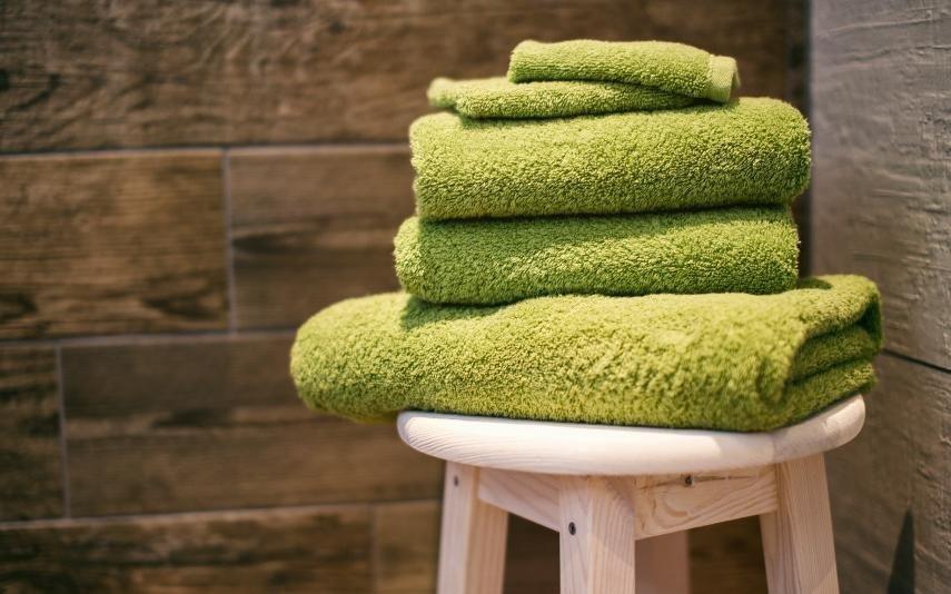 É com esta frequência que deve lavar a sua toalha de banho