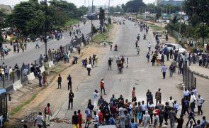 Quase 2.000 reclusos fugiram na sequência de invasões a prisões na Nigéria