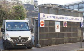 Covid-19: Óbitos e internamentos nos hospitais continuam a subir em França
