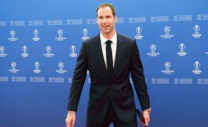 Covid-19: Chelsea inscreve ex-guarda-redes Petr Cech no campeonato por prevenção