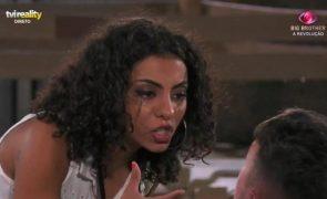 Big Brother Jéssica Fernandes atira garrafas contra Renato após intensa discussão (vídeo)