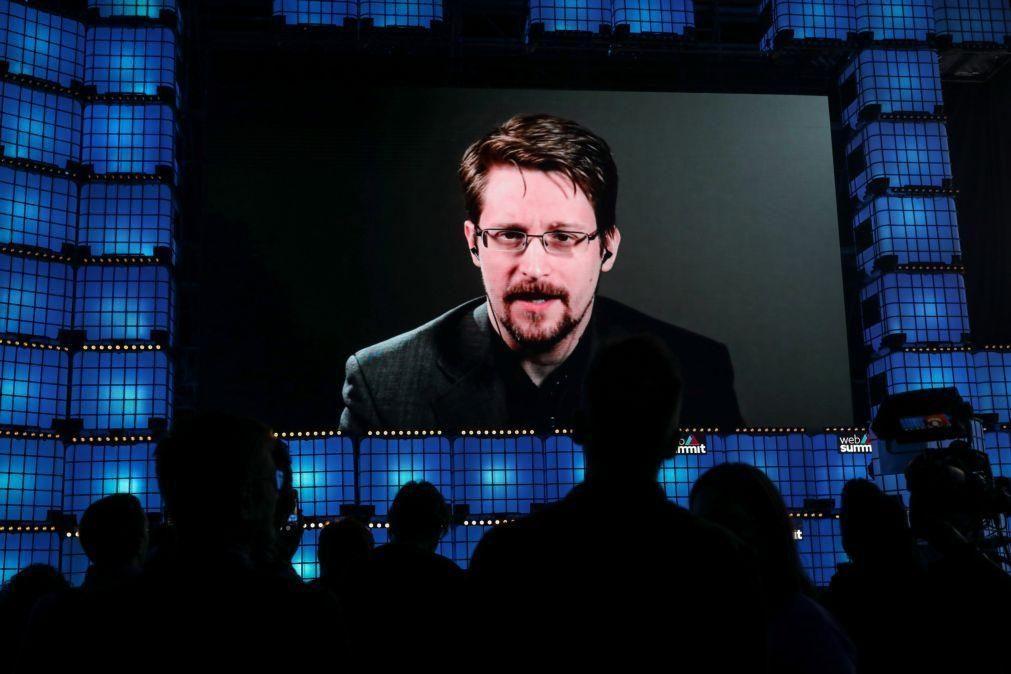 Rússia concedeu autorização de residência permanente a Edward Snowden
