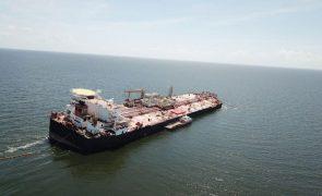 Petroleiro ameaça desastre ecológico entre a Venezuela e Trinidad & Tobago