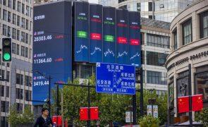 Bolsa de Xangai encerra a cair 1,04%