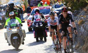 Etapa da Volta a Itália encurtada em 100 quilómetros a pedido dos ciclistas devido ao mau tempo