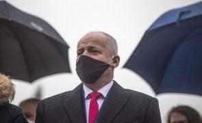 Covid-19: Ministro checo da Saúde alvo de críticas após violar restrições