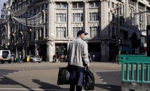 Covid-19: Reino Unido regista 224 mortes e impõe restrições apertadas em mais zonas