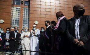 Professor decapitado por extremista homenageado em várias mesquitas em França
