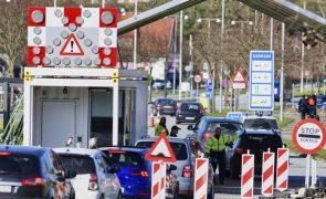 Covid-19: Dinamarca impõe uso obrigatório de máscara em espaços públicos fechados