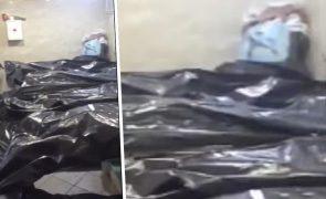 Covid-19: Recorde de mortos na Rússia deixa corpos empilhados em hospital [vídeo]