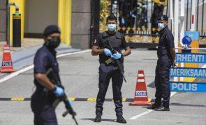 Covid-19: Malásia põe em quarentena mais de 10.000 polícias