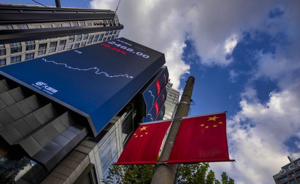 Bolsa de Xangai encerra a subir 0,1%