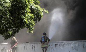 Covid-19: Um morto em incêndio que desalojou 200 pessoas em hospital do Rio de Janeiro