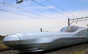 Comboio-bala no Japão atinge 382 quilómetros por hora em teste