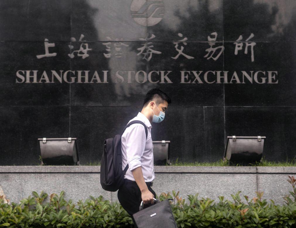 Bolsa de Xangai encerra a subir 0,46%