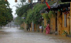 Mais de 1,2 milhões de casas destruídas pelas inundações no centro do Vietname