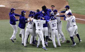 Los Angeles Dodgers conquistam título norte-americano de basebol 32 anos depois