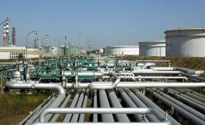 Covid-19: Petróleo Brent cai quase 4% devido a aumento de contágios