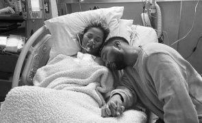 Chrissy Teigen faz relato arrepiante após morte do filho:
