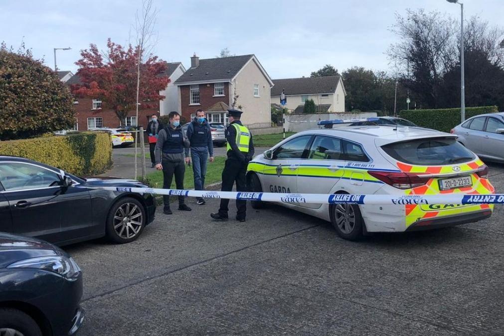 Mãe e 2 filhos encontrados mortos em casa pela Polícia em Dublin