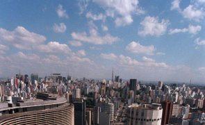 Banco Central brasileiro realiza operação no mercado para conter subida do dólar