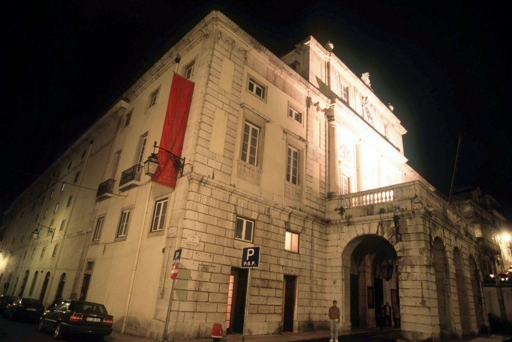 Teatro Nacional de S. Carlos inicia 110 dias de obras de restauro da fachada