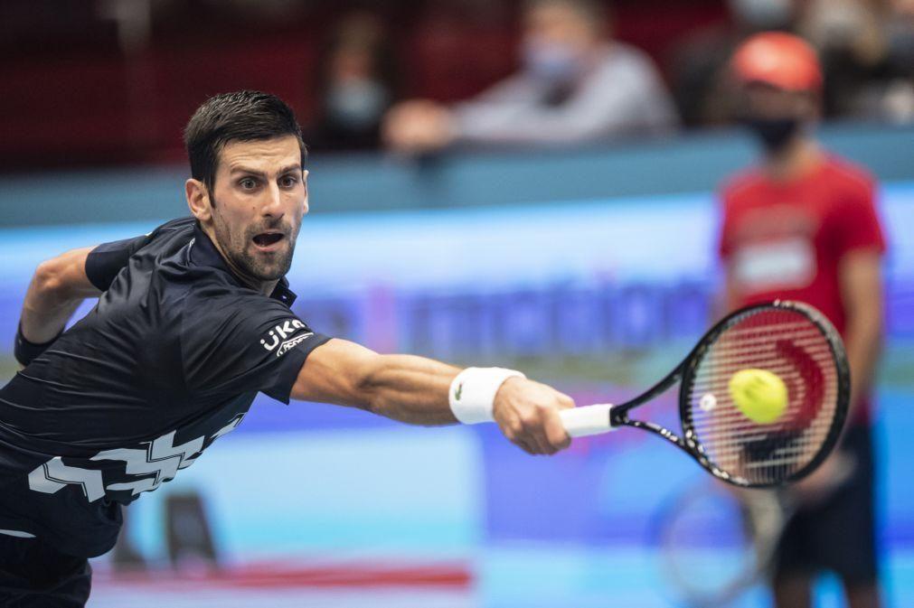 Sérvio Novak Djokovic garante acabar 2020 como número um do ténis