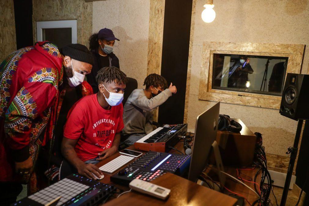 Estúdio de som e imagem abre novos horizontes a jovens setubalenses da Bela Vista