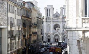 Sobe para três balanço de mortos em ataque em Nice