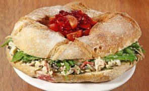 Coroa de pão com frutos do mar Sirva-se de boa imaginação