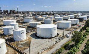Covid-19: Petróleo Brent cai 5% devido a aumento de contágios