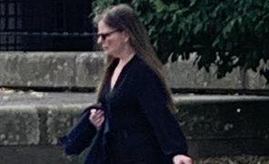 Mãe que deixou filha a morrer em casa para ir divertir-se condenada a 3 anos e meio de prisão