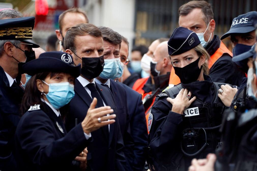 Macron denuncia
