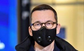 PM da Polónia pede suspensão de manifestações contra decisão sobre aborto